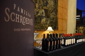 Bodega patagónica de vinos y espumantes de alta gama.