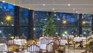 """El restaurante gourmet """"St. Regis"""" ofrece deliciosos platos."""