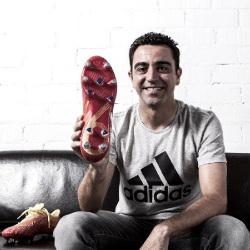 Xavi parece contento con sus nuevos botines