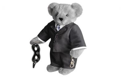 El nuevo oso lookeado como Christian Grey