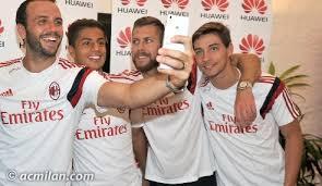 Algunos jugadores del club italiano en un evento de Huawei