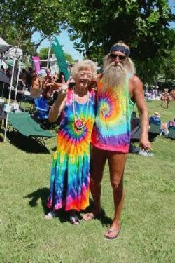 Hippie, ¿antinomios de negocios?