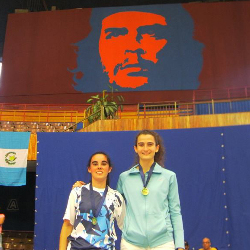 El Che, testigo del bronce de Garmendia y Bernatene en La Habana.