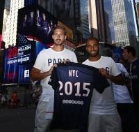 Kevin Trapp y Lucas Moura, celebrando en NY