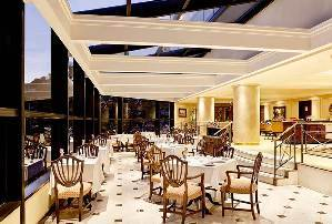 El Restaurante St. Regis invita a disfrutar de una fabulosa cocina de altura.