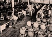 Línea de producción de TVs en 1953