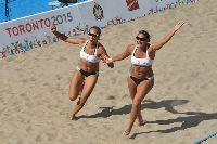 La vuelta olímpica de las campeonas del beach volley.