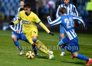 El Steaua con camiseta amarilla en lugar de los tradicionales colores azul y rojo