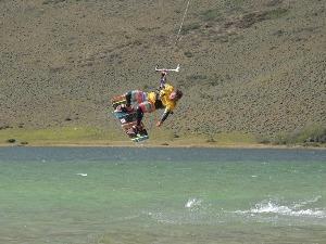La Patagonia es un lugar ideal para la práctica del kitesurf y windsurf.