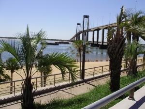 Ofrece pasear por su espléndida avenida Costanera y sus playas
