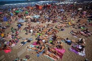 Cuesta caminar con tanta gente en las playas.
