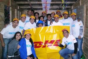 Empleados de DHL participan de jornadas solidarias.