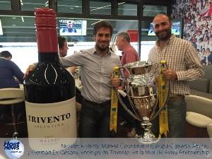 Nicolás Koleda, Market Coordinator Europa-Canadá-Africa, y Germán Di Césare, enólogo de Trivento, en la final de Aviva Premiership.