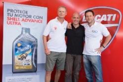 Carlos Rol, Gustavo Padilla y Fernando Tobías en la carpa Ducati.