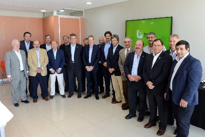 Curutchet y Sarquís, junto con los productores en la Casa Central de Banco Provincia