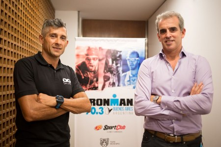 Oscar Galíndez junto a Luis Lons, Director de Marketing de IRONMAN ARGENTINA.