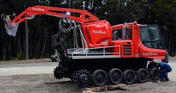 Nueva máquina pisa nieve