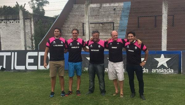 Grupo de padrinos en el Estadio Ricardo Puga