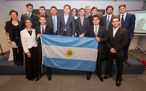 Argentinos partieron a China por una beca