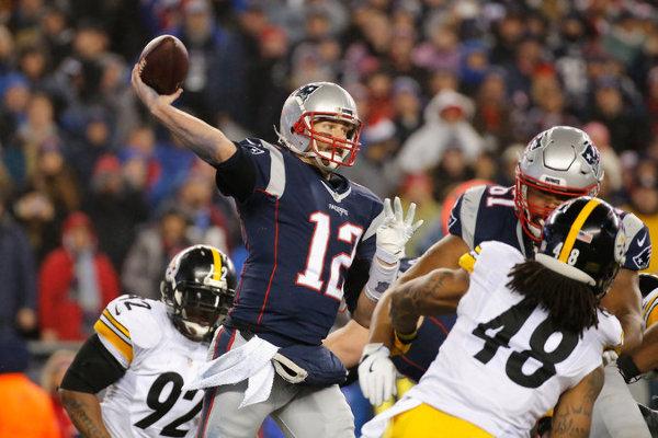 Tom Brady durante su triunfo contra los Steelers. Crédito: Jim Rogash/Getty Images