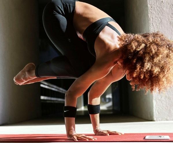 Haciendo yoga con Nike
