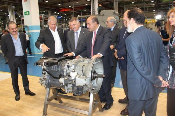 La comitiva del gobernador Manzur en la fábrica de Scania