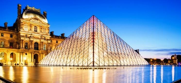 La pirámide de Louvre