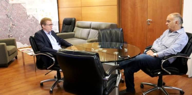 Juan Curutchet junto a Néstor Grindetti